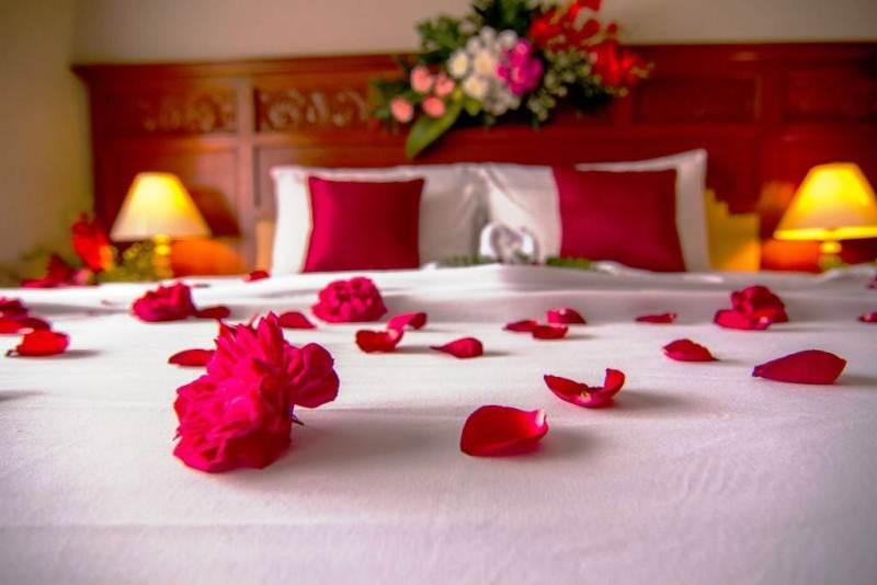 Kamar pengantin the sunan hotel solo for Dekorasi kamar pengantin di hotel