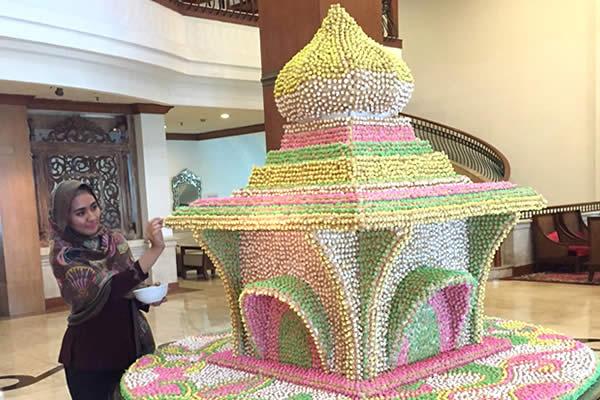 Press Release The Sunan Hotel Solo - Miniatur masjid dari kue kancing