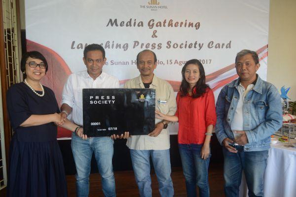 MEDIA GATHERING